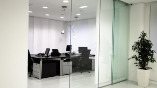 Glass Partitions – Airy Virtual Rooms In Offices