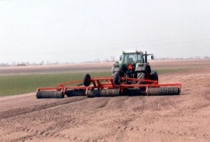 Quick Look At Some Of The Uses Of Agricultural Machinery