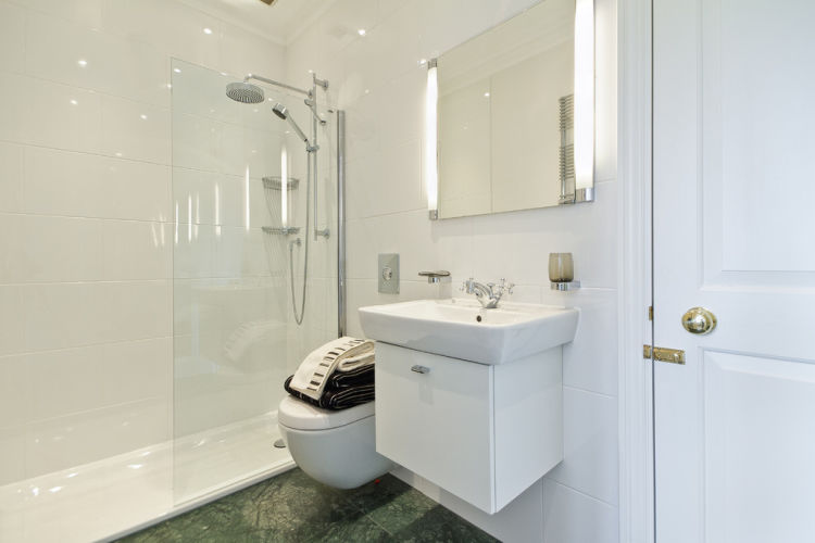 Tips On Decorating A Small Bathroom