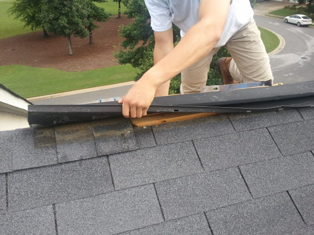 5 Distinct Signs That Indicate It's Time For Roof Replacement