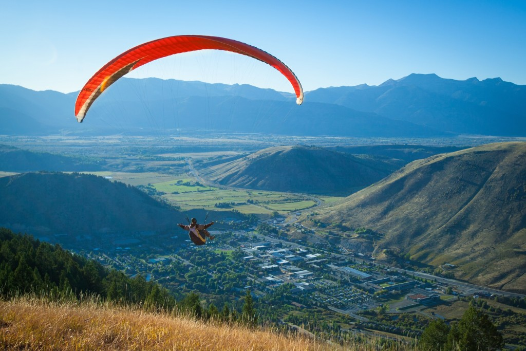 Hang Gliding and Paragliding Differ Vastly