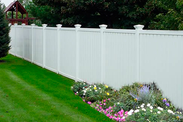 Benefits and Factors: Getting A Vinyl Fence Solution