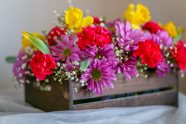 DIY-Easter-Table-Centerpiece-Decoration-made-with-flowers-and-crate-bohemian-style-by-Love-Keil-www.munchkintime.com-Diy-9