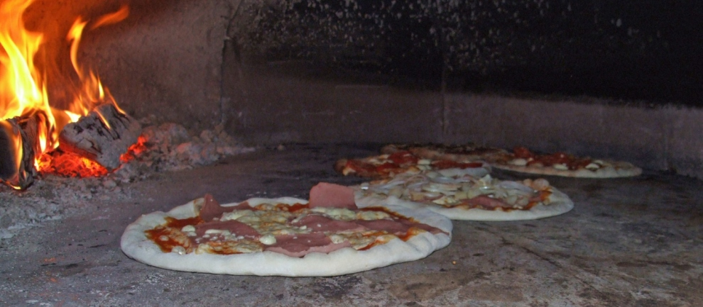 3 Ways To Clean A Pizza Stone