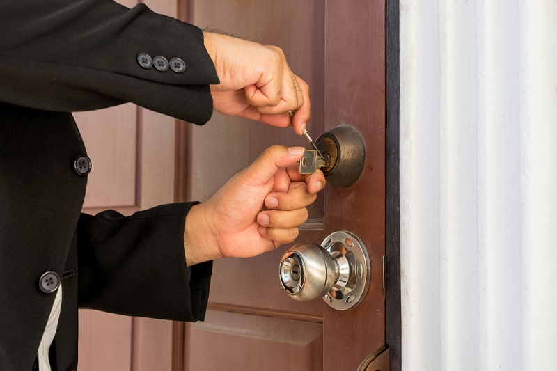 Contact A Reliable and Efficient Locksmith For Getting Rid Of Locked Houses or Cars