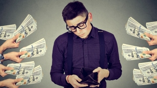 Quickly Overcome The Financial Crises by Availing Payday Loan Lenders