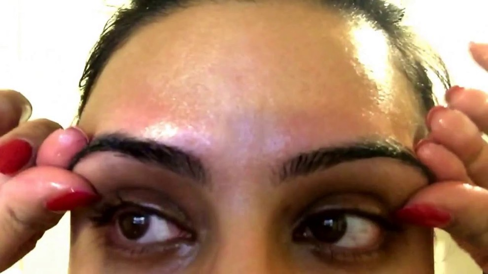 Castor Oil For Effective Eyelash Growth
